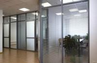 Алюминиевые офисные перегородки: особенности и преимущества