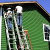 Покраска деревянного дома как средство продления срока его службы