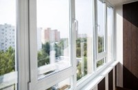 Остекление балкона от профессионала: практичность и привлекательность