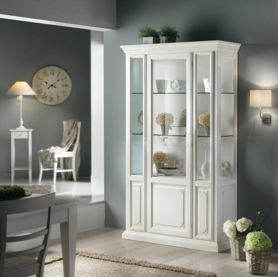 шкаф витрина белого цвета