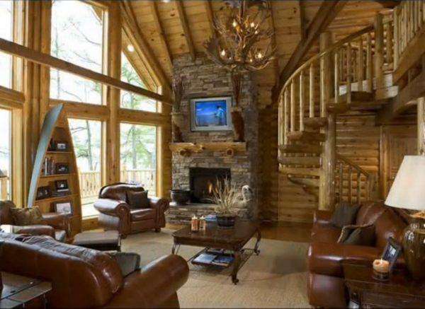 кожаный коричневый диван в гостиной из дерева