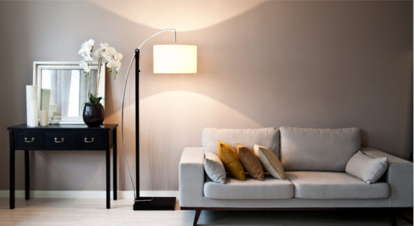 серый цвет в гостиной хай тек