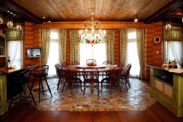 оформление деревянной гостиной плиткой для пола
