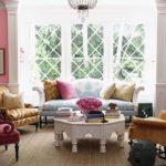 яркая электика в дизайне гостиной