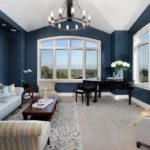 темные оттенки синего в оформлении гостиной