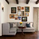 современный угловой диван в дизайне маленькой гостиной