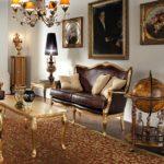 величественный интерьер с коричневым диваном