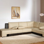 угловой диван в маленькую гостиную в стиле минимализм