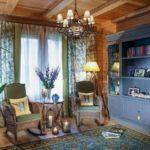 интерьер деревянного доса и старинные мебли