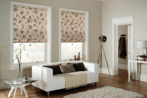 рулонные шторы в оформлении современной гостиной