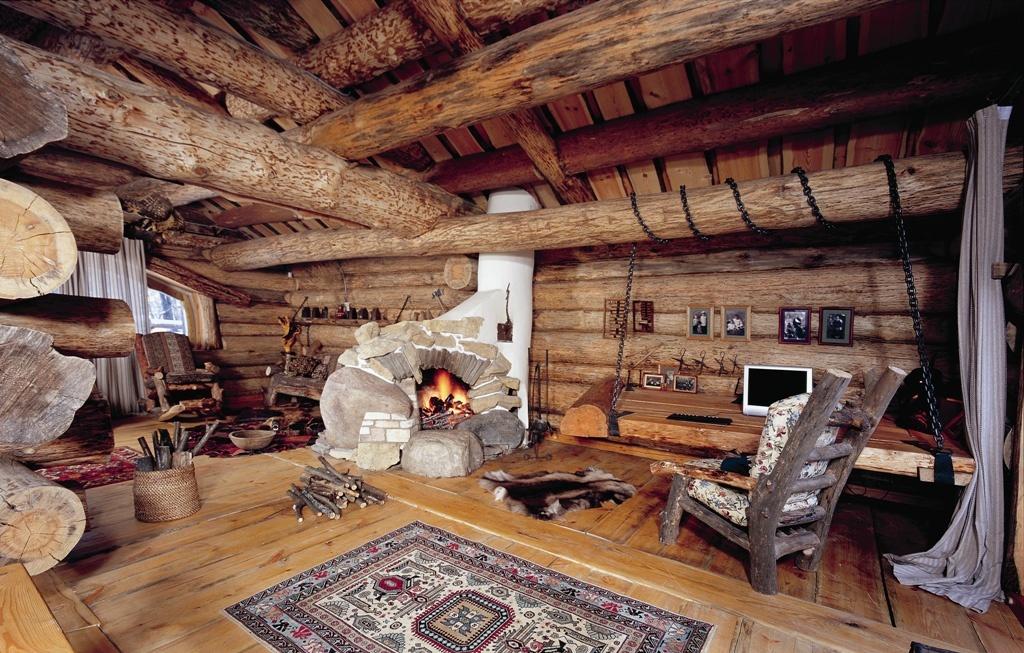 Дизайн гостиной в деревянном доме - фото идеи