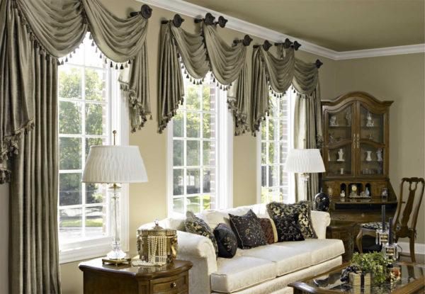 однотонные шторы в оформлении гостиной комнаты