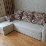 компактный угловой диван для гостиной
