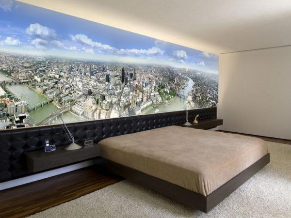 Большая спальня с фотообоями большого города