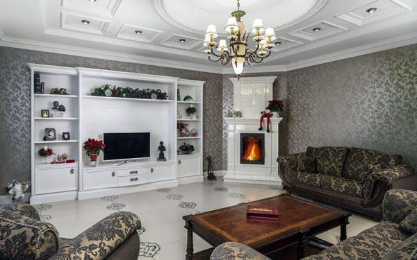 оформление гостиной с телевизором и камином