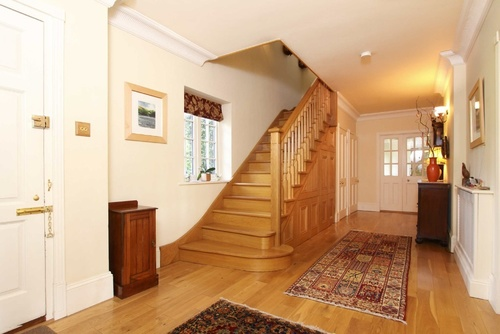 лестница и входная дверь