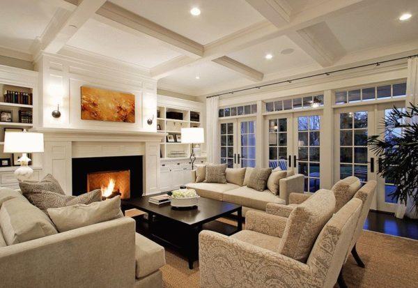 гостиная с красивым камином