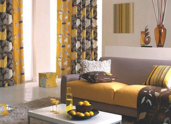 пестрые шторы в интерьерном решении современной гостиной