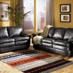черная мебель с ярким ковром