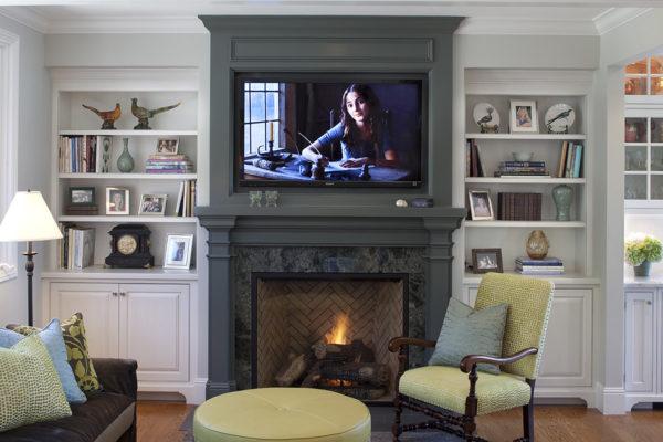 красивое оформление телевизора и камина