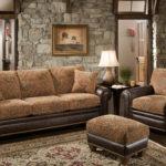 мягкая мебель с пуфом в интерьере гостиной