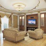 Потолок декорированный золотом в гостиной