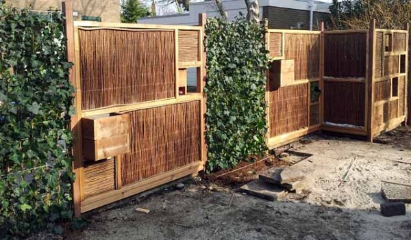 Красивый недорогой забор для дачи: 40 фото