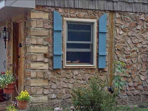 Дачный домик своими руками: используем дрова и саман