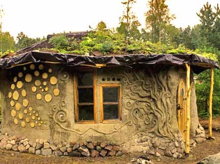 Проекты экономичных дачных домов из глины: 30 фото
