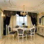 Круглый стол в классическом интерьере