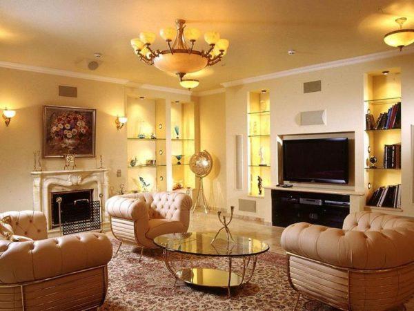 В гостиной лучше использовать разные способы освещения