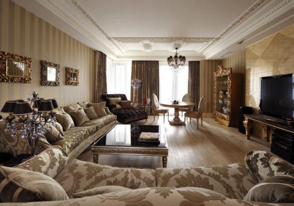 Гостиная комната неприменимо имеет высокие потолки