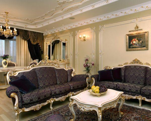 Гостиная оформленная панелями в классическом стиле.
