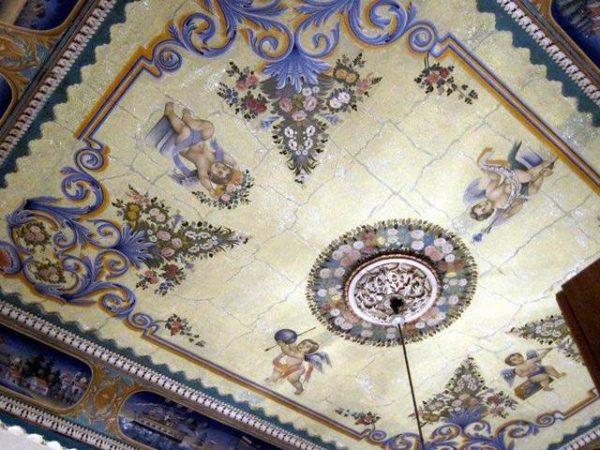 Цветная роспись потолков
