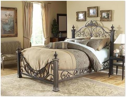 Оригинальный и стильный интерьер спальни с металлической кроватью