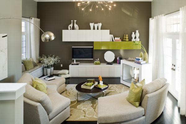 Корпусная мебель в гостиной с телевизором