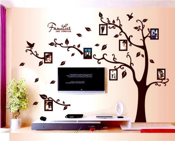 Гостиная с телевизором, оформленная виниловыми наклейками