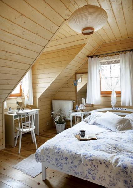 Спальня в деревянном доме: отделка и стили оформления
