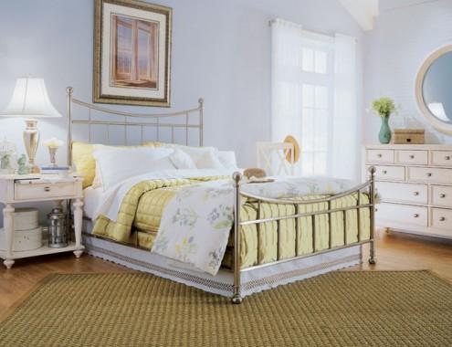 Оформление спальни в загородном доме