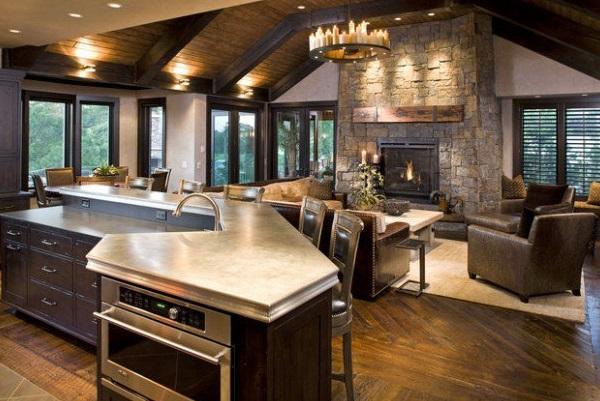 камин в большой кухне