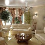 Растения в классической гостиной