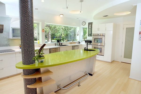 колонны в кухне украшают