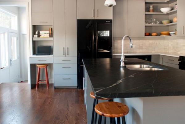 шкаф отделяет кухню от гостиной