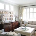 Мебель из натурального дерева в интерьере маленькой гостиной