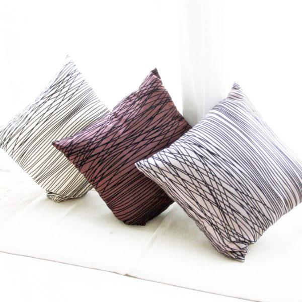 полосатая подушка для дивана