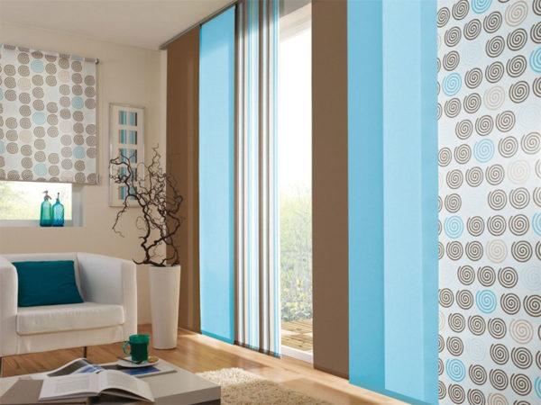 японские шторы в интерьере современной гостиной
