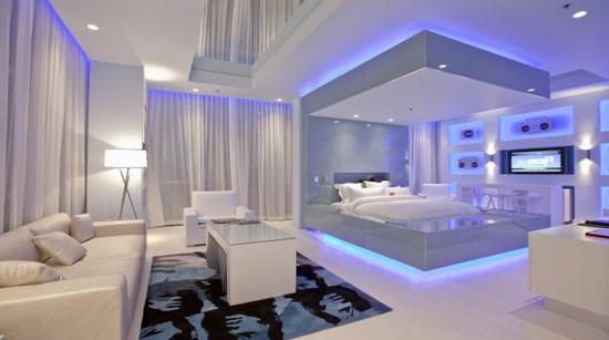 светодиодные ленты в декоре потолка гостиной комнаты