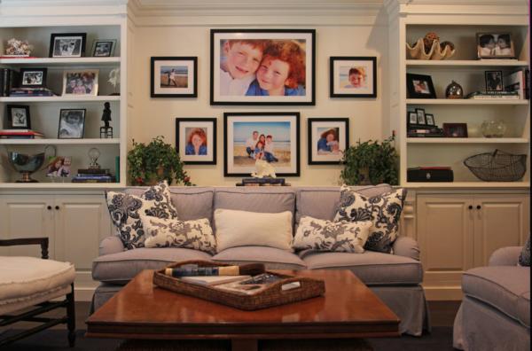 семейные фотографии в дизайне гостиной
