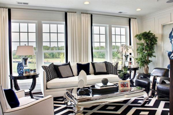 однотонные шторы в дизайне гостиной комнаты
