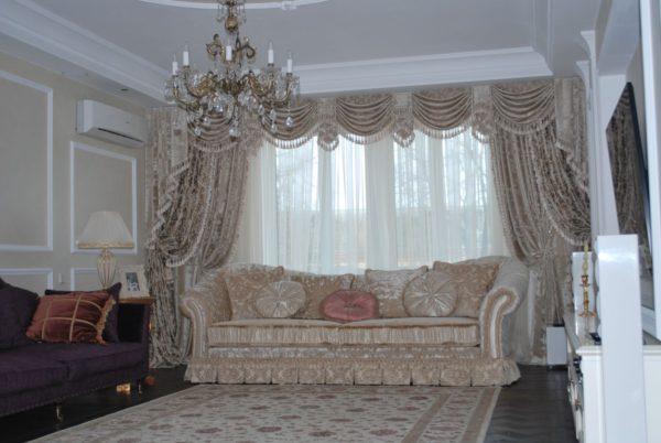 шторы эркер в интерьере современной гостиной